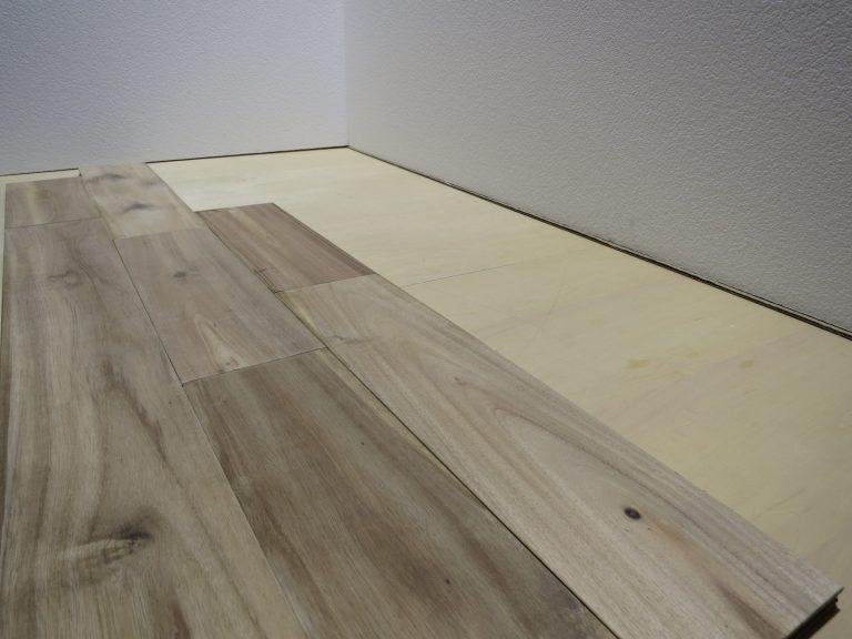無垢の床材アカシア