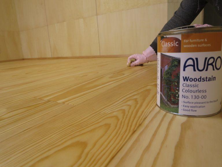 アウロ塗料を床に塗る