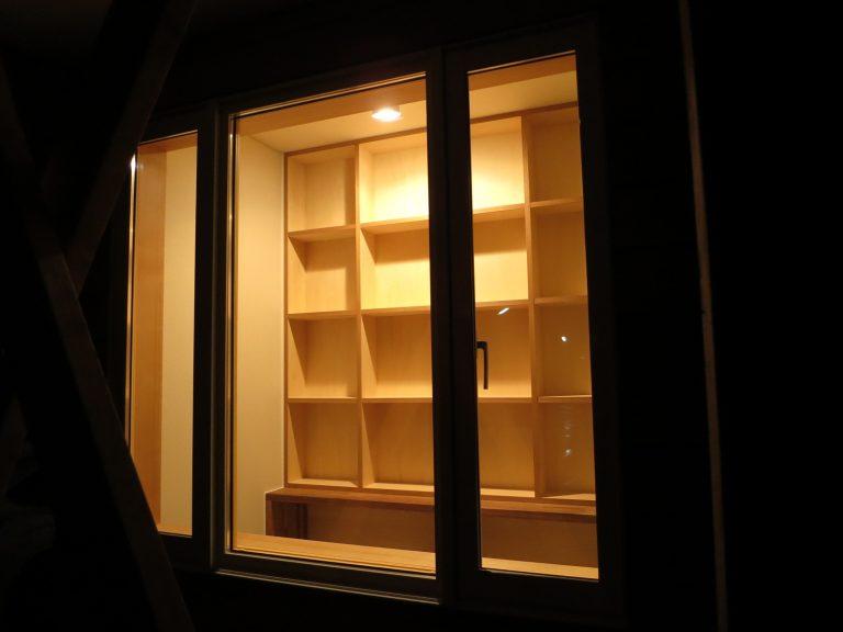 外から見る本棚