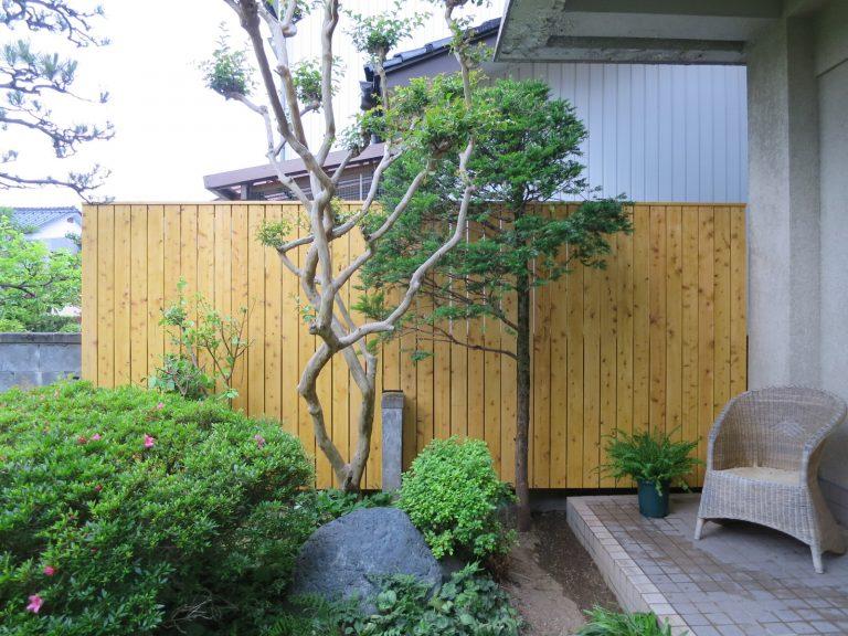 工事後の新しい木の塀