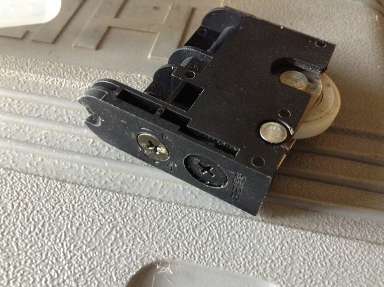 引き戸の戸車交換