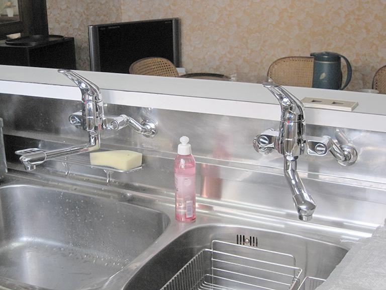 キッチン水栓をシングルレバーに取り替え