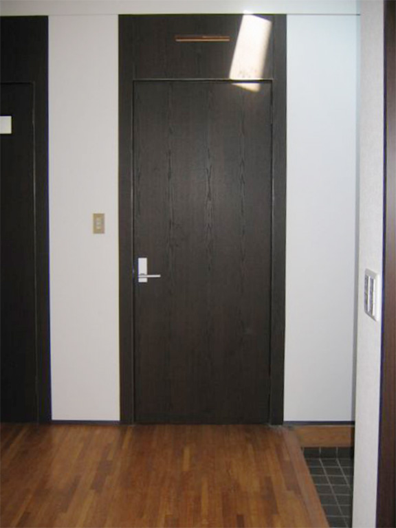 ドアのクロス貼りリフォーム
