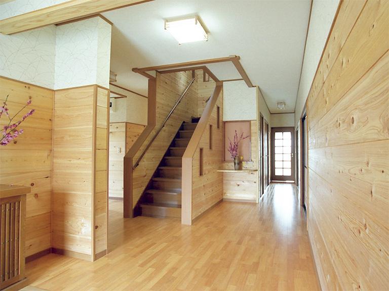 木張りの内装壁