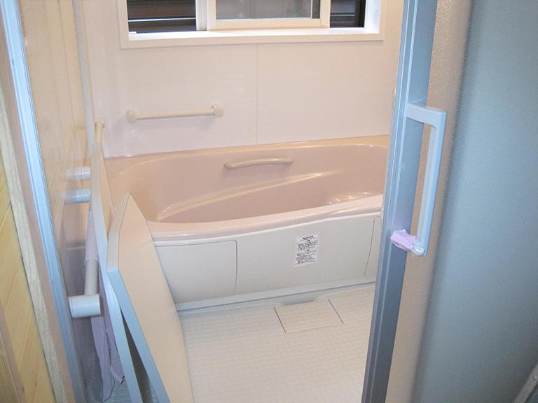 薪のお風呂をユニットバスへリフォーム