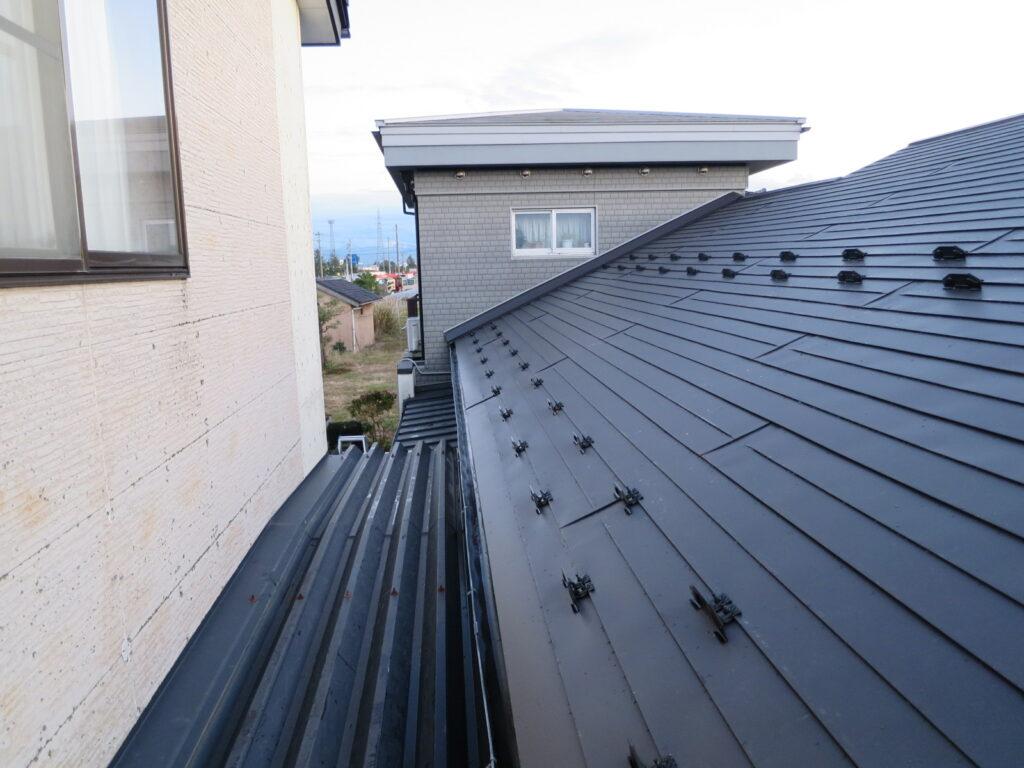 屋根ガルバニウム鋼板葺き、AT葺き
